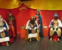 Los Reyes Magos de Oriente durante su visita al Centro de Estudios Financieros.