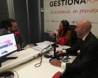 De izquierda a derecha, Arturo de Las Heras, Marta Docampo y Joaquín Danvila, en Gestiona Radio.
