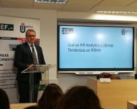 Emilio Rivas, director general del CEF.-, presenta a Bernabé Pérez, este jueves.