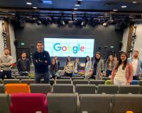 El jefe de estudios del CEF.- Santiago Hernández (1ª fila) con los alumnos de máster de marketing.