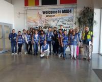 José Luis Carbonero junto con los estudiantes del CEF.- en las instalaciones de Amazon.