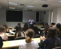 El consultor de EY, José Luis Risco, en un momento de su intervención con los alumnos del Máster en RRHH, <br /> este lunes en el CEF.- (Redacción: Marta Peiro)