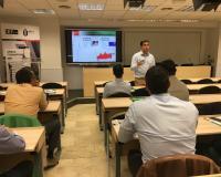Javier Cabezas, en un momento de su clase sobre blockchain en la inauguración del Curso de Perfeccionamiento Directivo