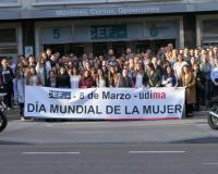 Foto de familia de profesores y alumnos del CEF.-