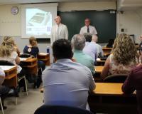 El ponente José Luis Giral y Tricas, presentado por el director de CEF.- UDIMA Barcelona, Enrique Cañizares