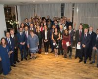 Foto de familia de los presidentes del Grupo CEF.- UDIMA con los premiados y el jurado.