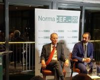 Emilio Rivas y la mesa presidencial